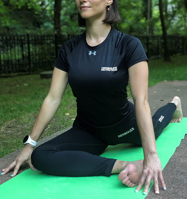 Emine Basarir performs the pigeon pose