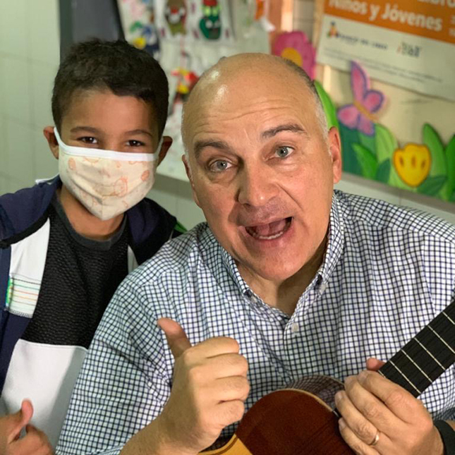"""Fernando """"Nani"""" Marquez leads a sing-along at a charity that supports vulnerable children in Venezuela"""